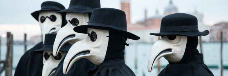 Masques-de-médecins-contre-la-peste-800x267